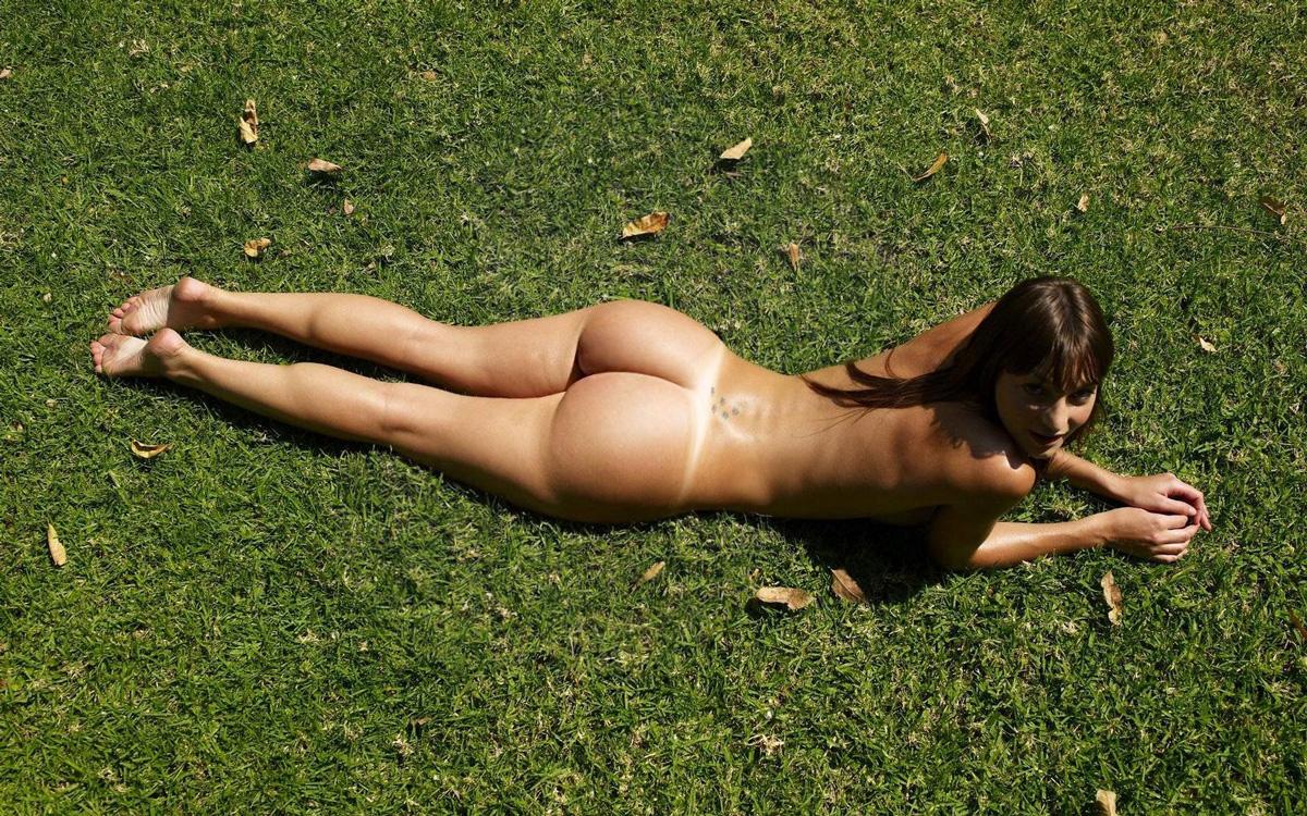 big ass sunbathing xxx