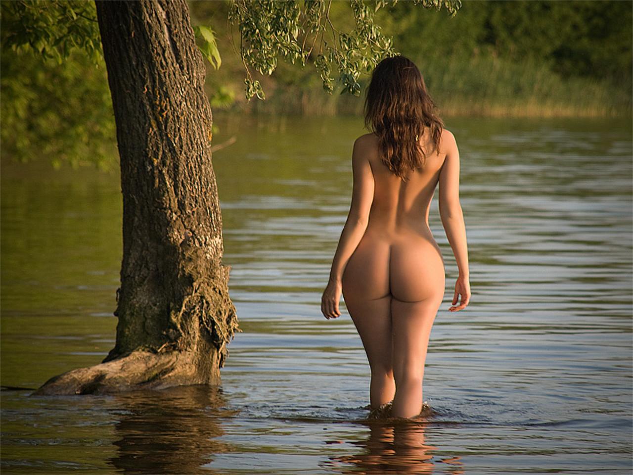 Красивые девушки голые на природе фото