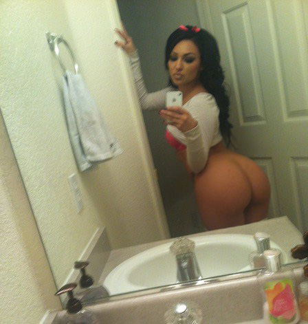 http://bootyoftheday.co/wp-content/uploads/2012/12/selfies-self-shot-5.jpg