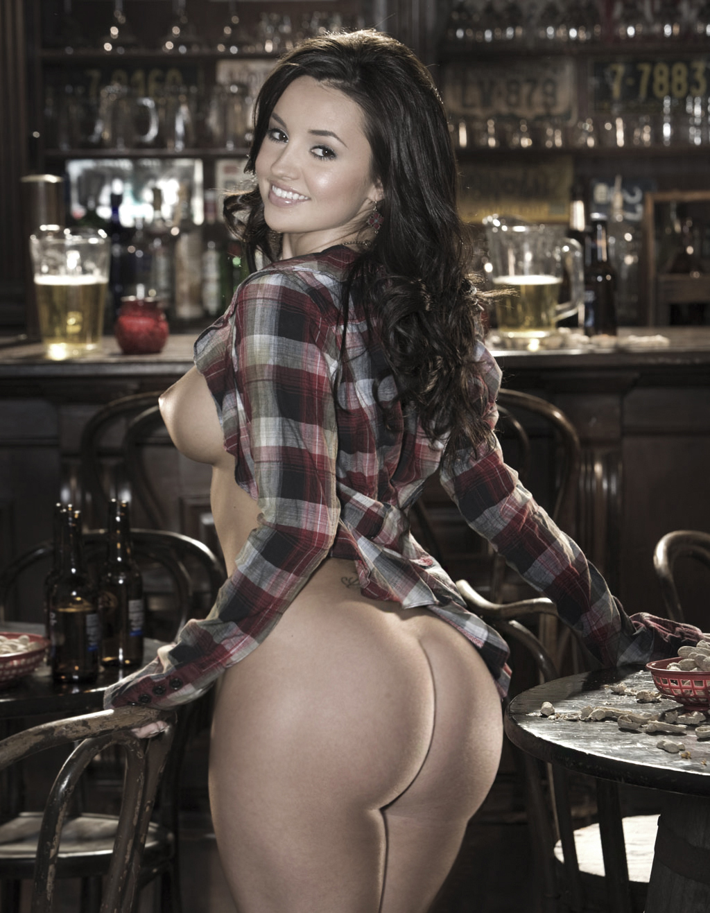nude sexy barmaids Hot