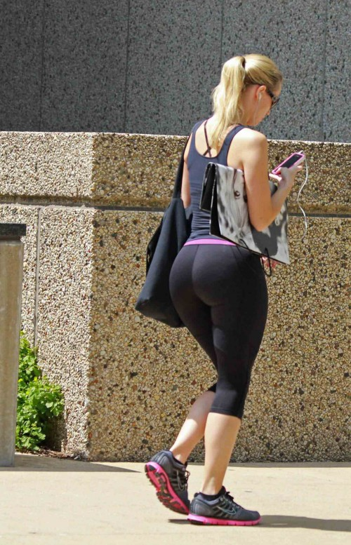 big-booty-in-yoga-pants-3