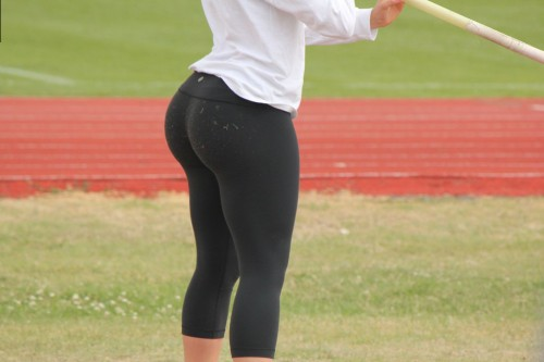big-booty-in-yoga-pants-5