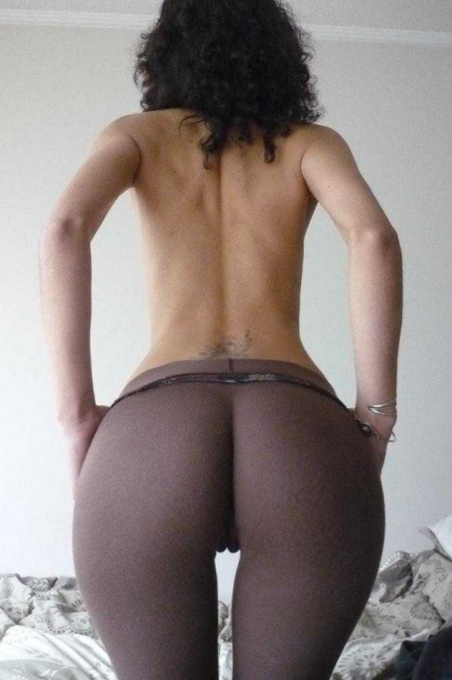 big-booty-in-yoga-pants-8