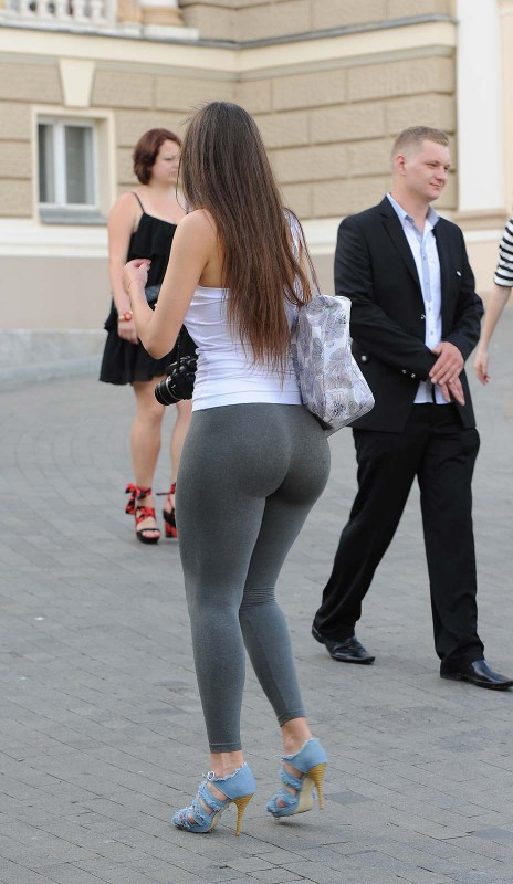 big-booty-in-yoga-pants-9