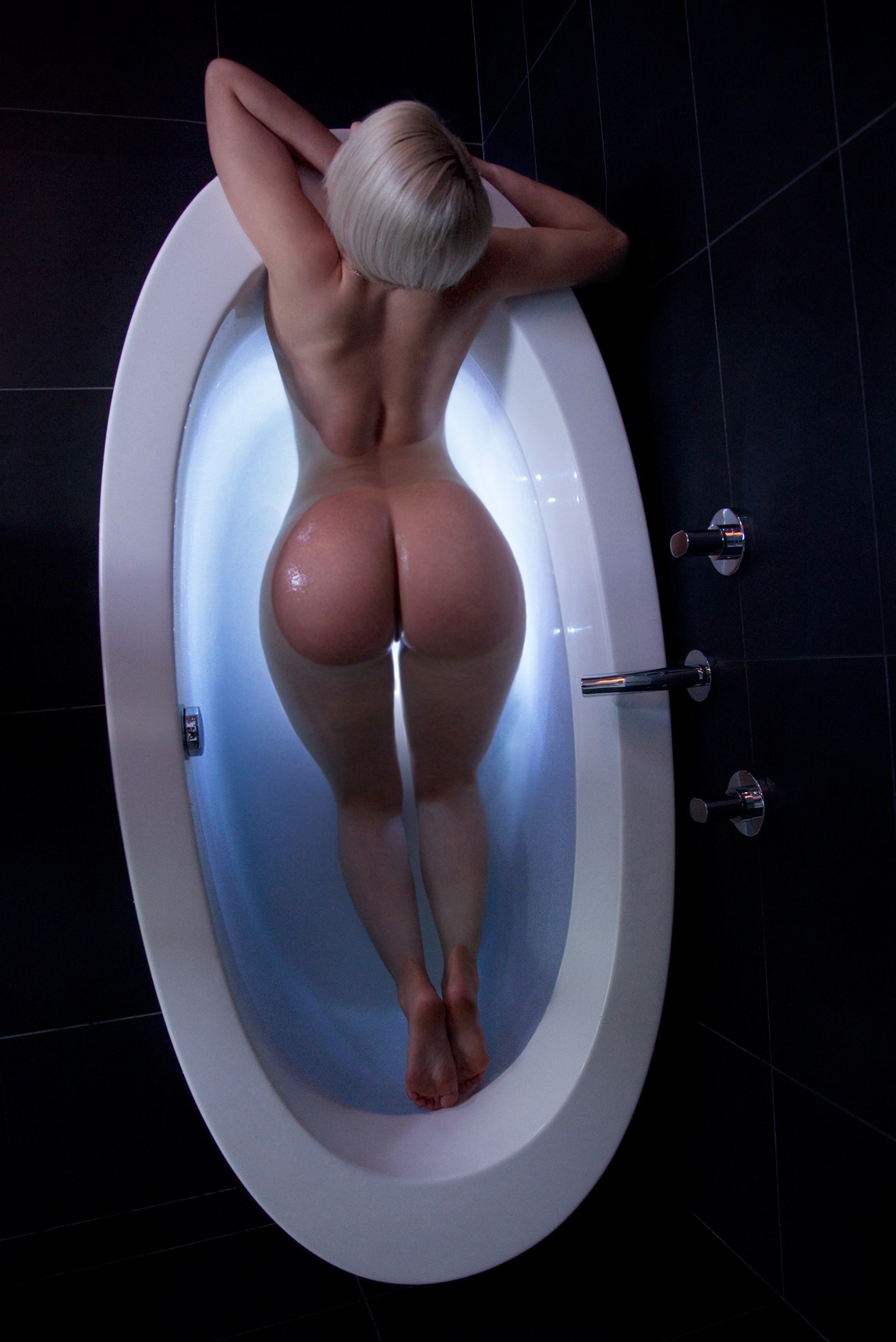 Perfect ass in tub