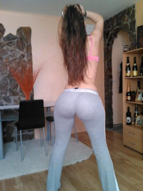 best-big-booty-in-yoga-pants-15