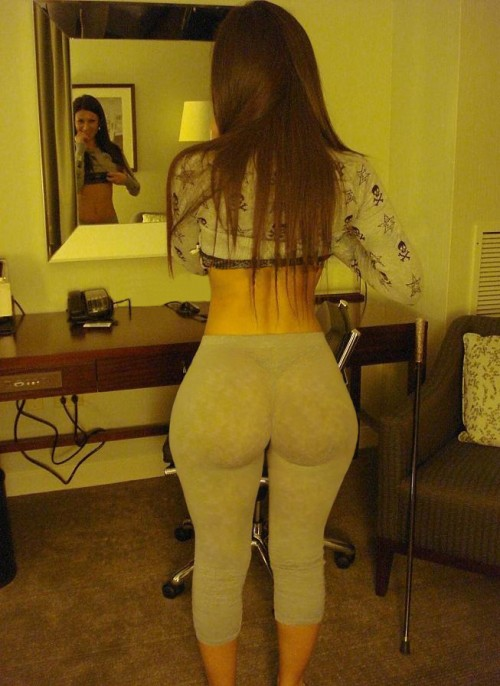 best-big-booty-in-yoga-pants-9