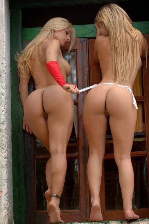 big booty blondes
