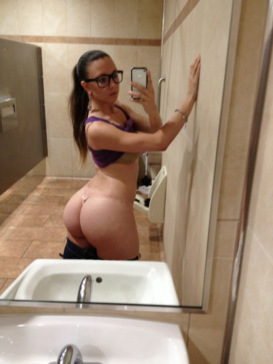 blonde girls with thick ass and glasses