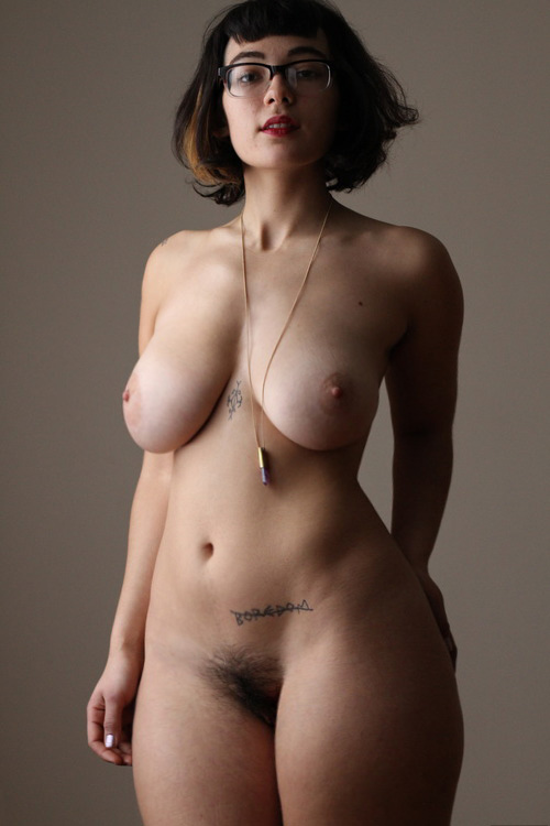 Curvy Women In The Nude