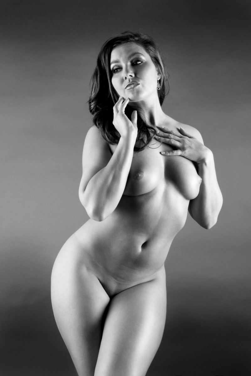 naked-girl-with-curves