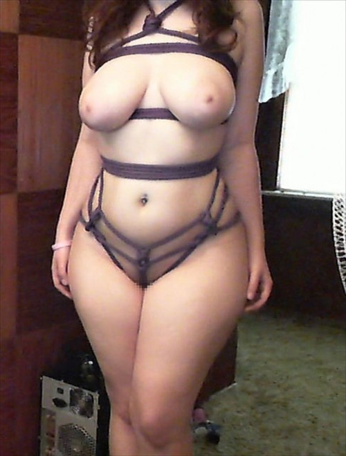 super-stacked-busty-voluptuous-4-14