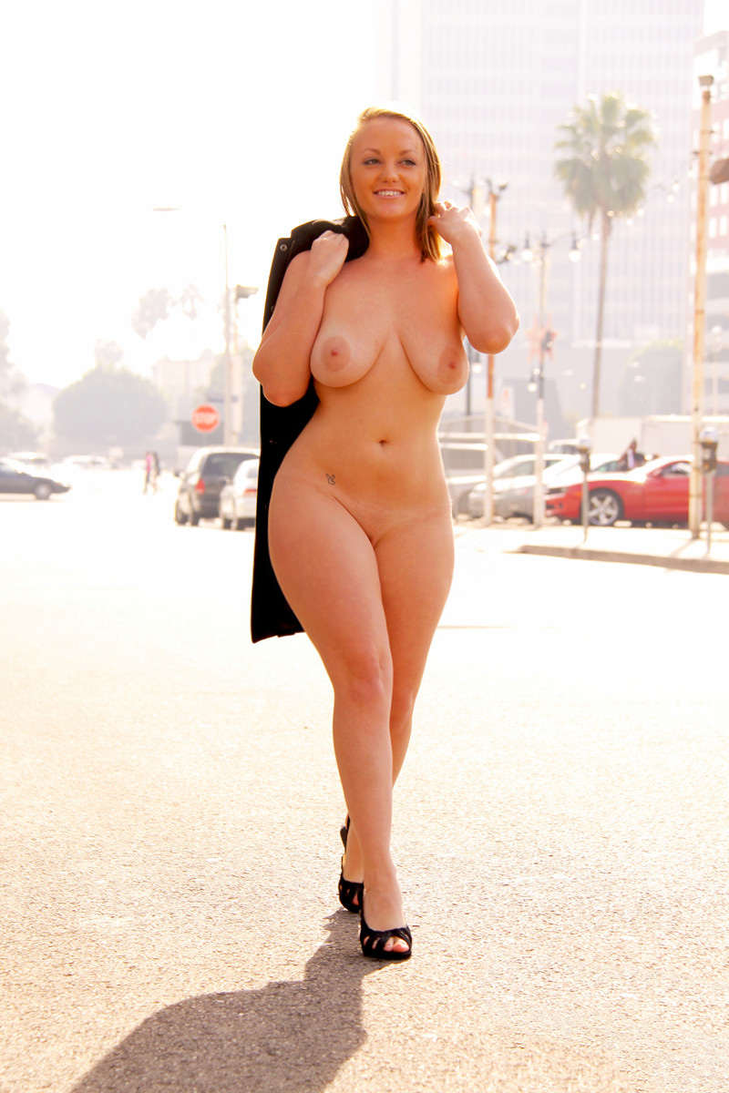 nude busty women of voluptuous