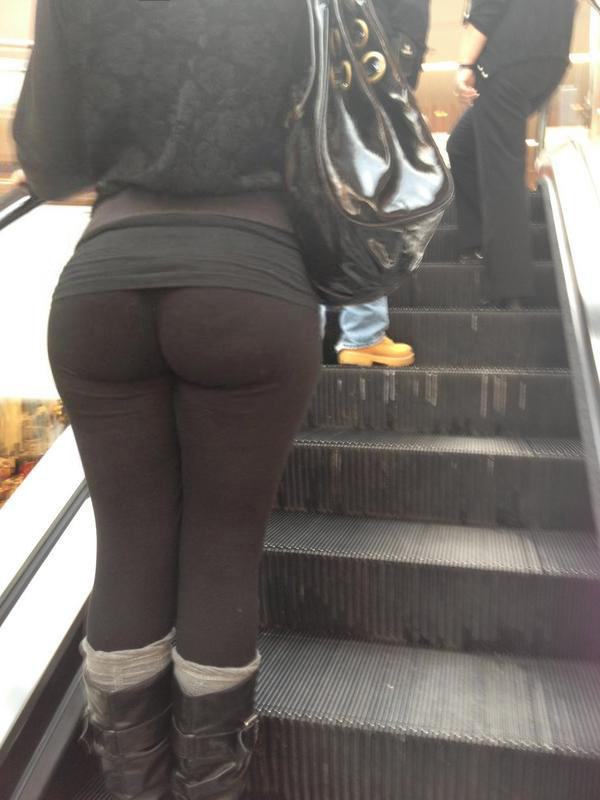big booty in yoga pants up the escalator booty of the day