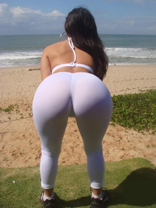 Big Booty Yoga Pants Flash At The Shore - Booty Of The Day-3151