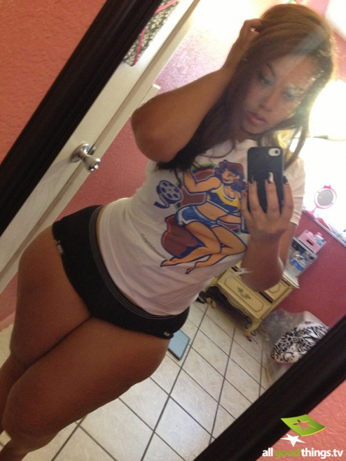 thick-sexy-selfies-17