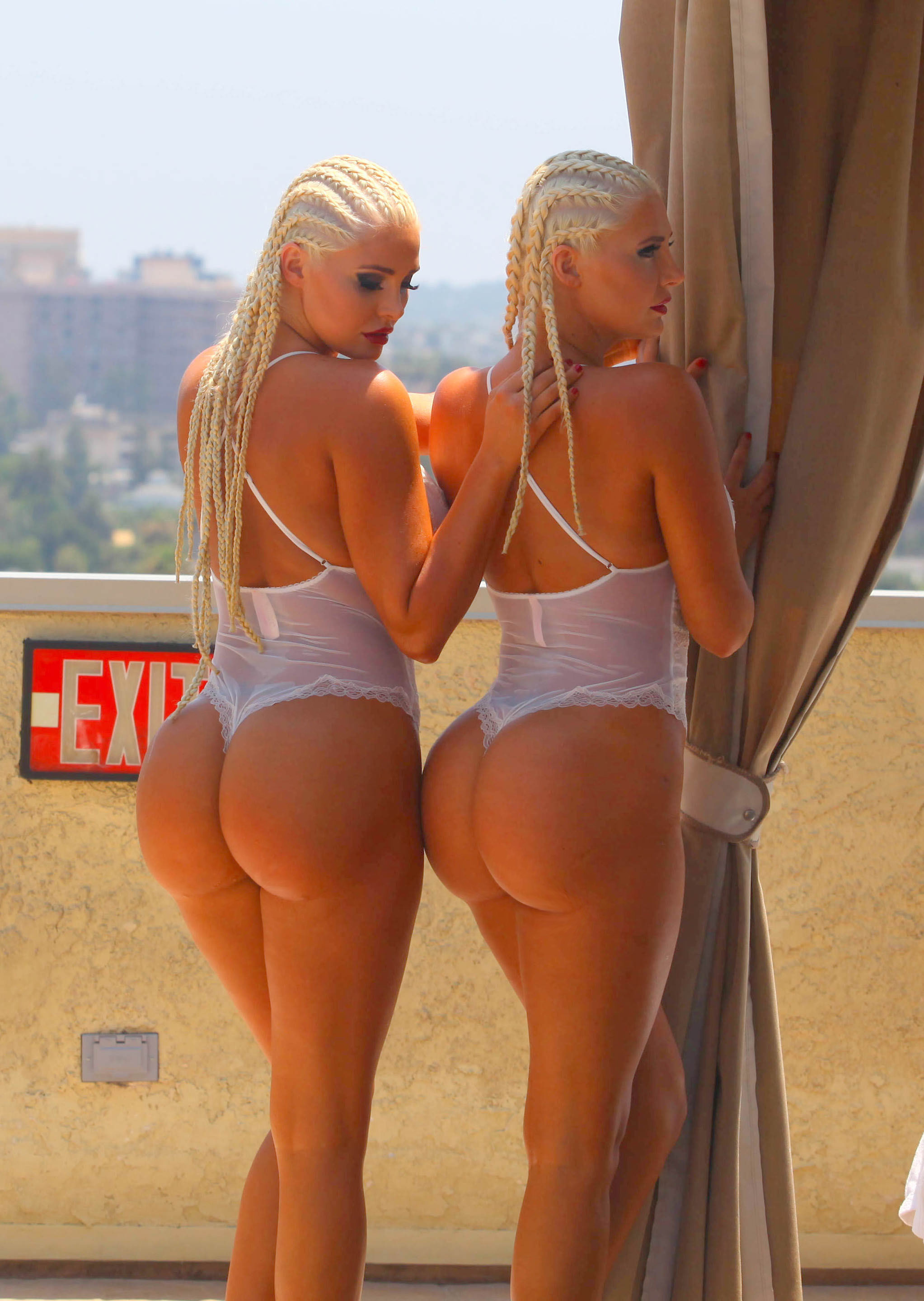 whooty twins   booty of the day