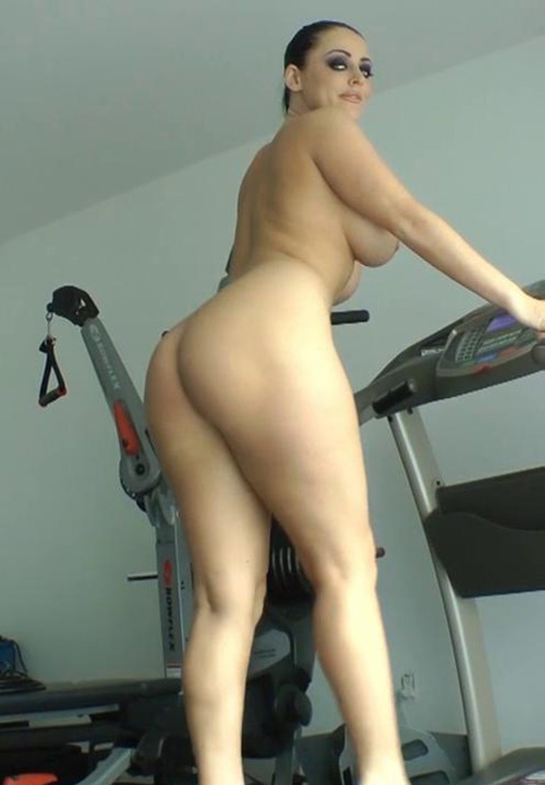 Nude sexy girls on a treadmill — photo 1