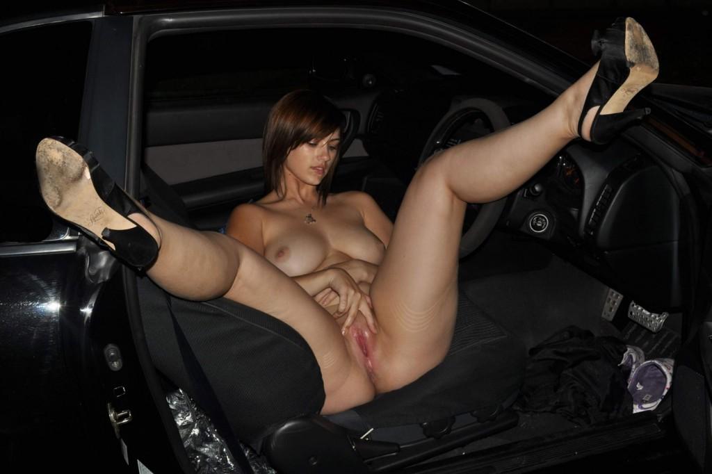 Голые ножки в авто