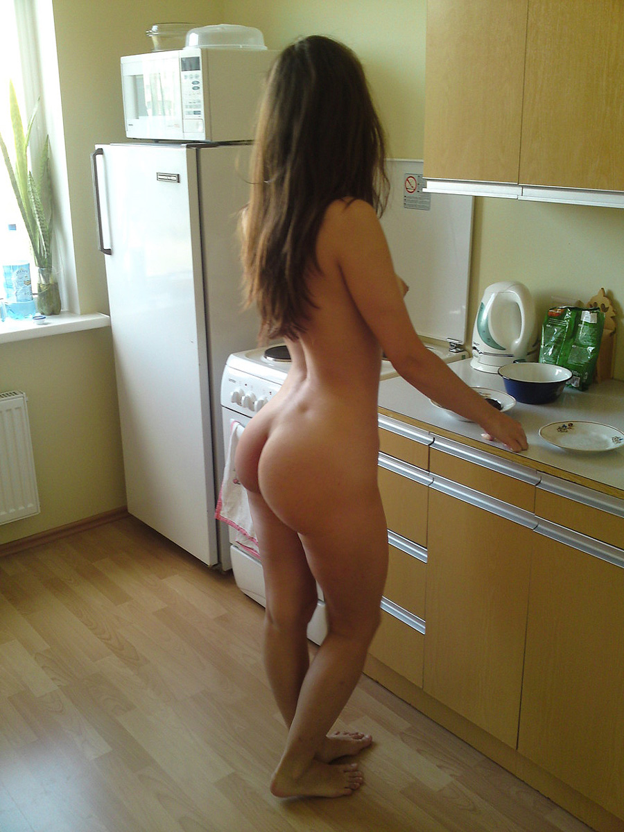 Naked women nude ass kitchen — img 1