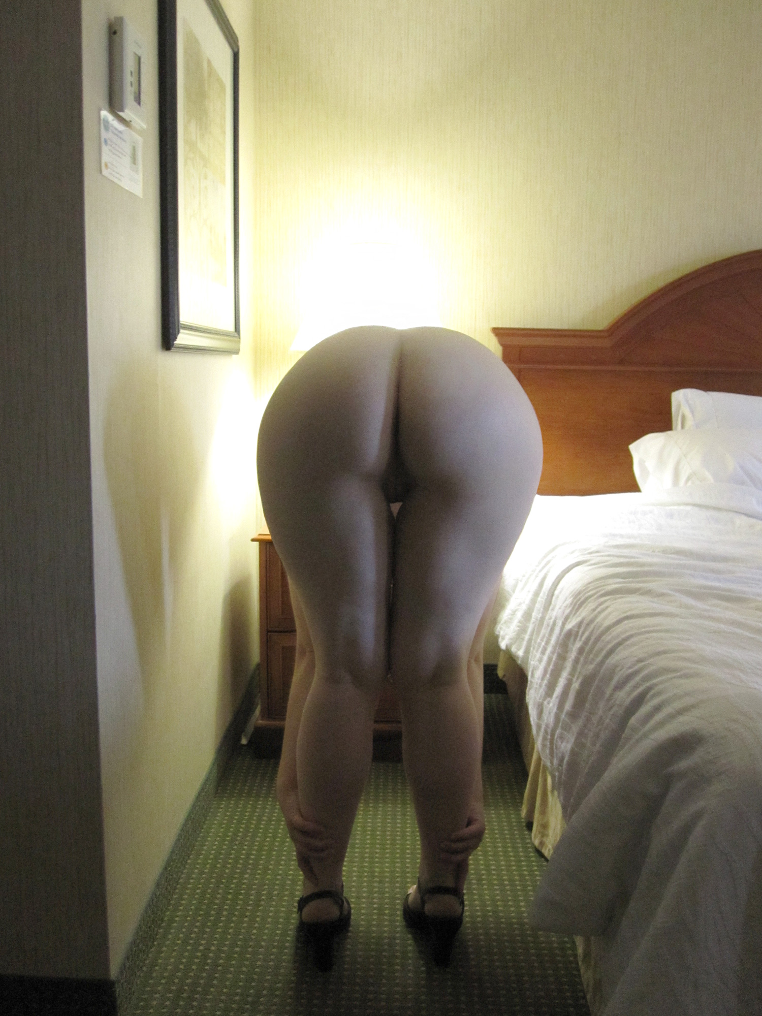 Message, Sexy white girls bending over naked
