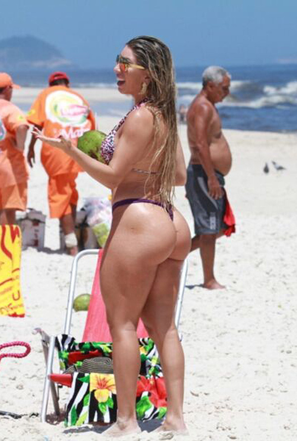 2 huge booties are better than 1 4