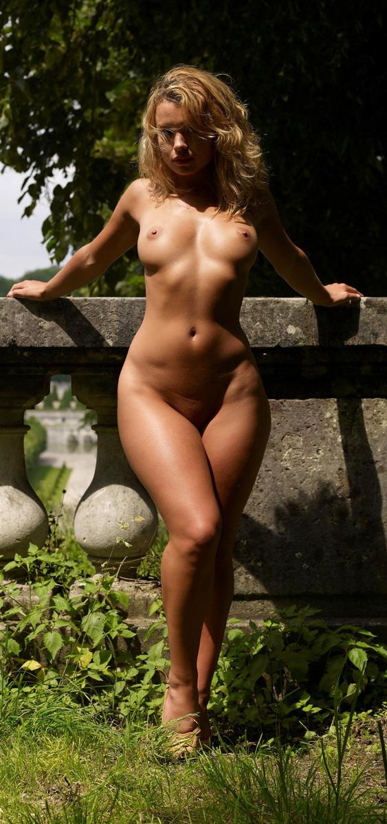 Красивые голые телки с широкими бедрами фото 27905 фотография