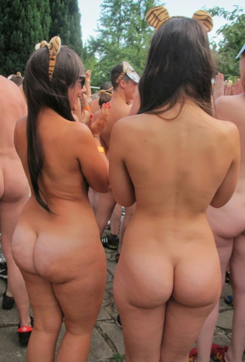 nudist-convention-booty