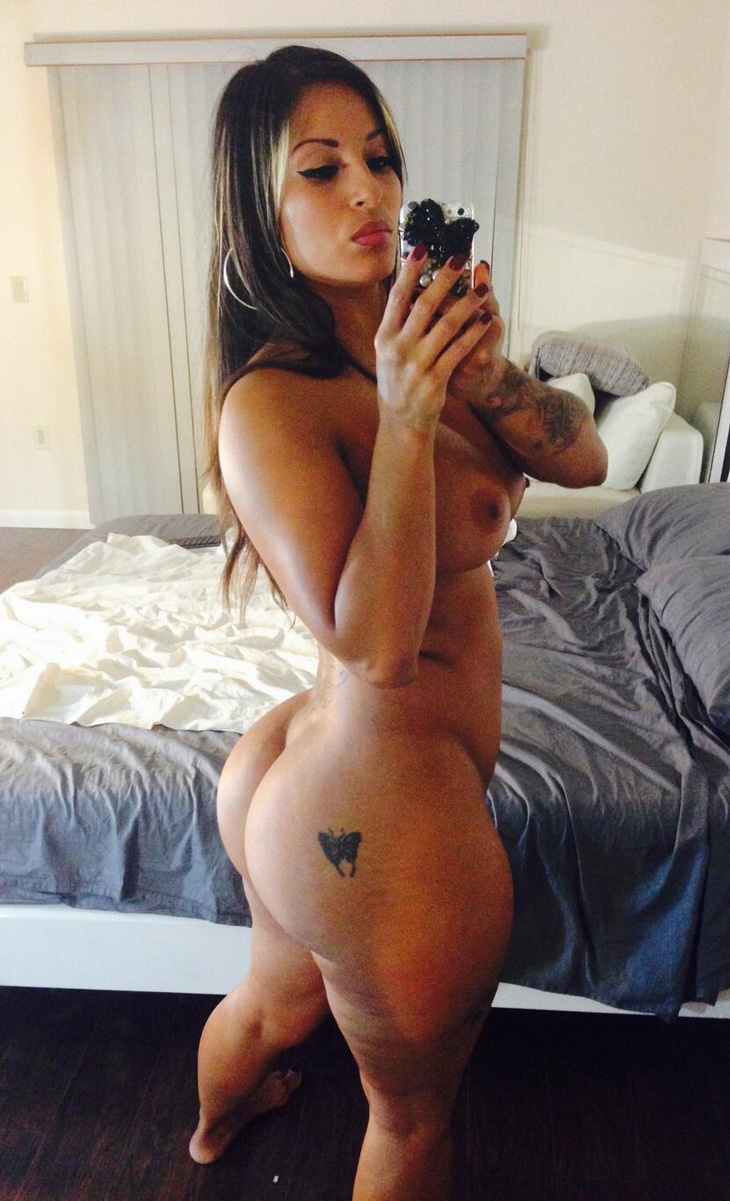 Nude ass selfies
