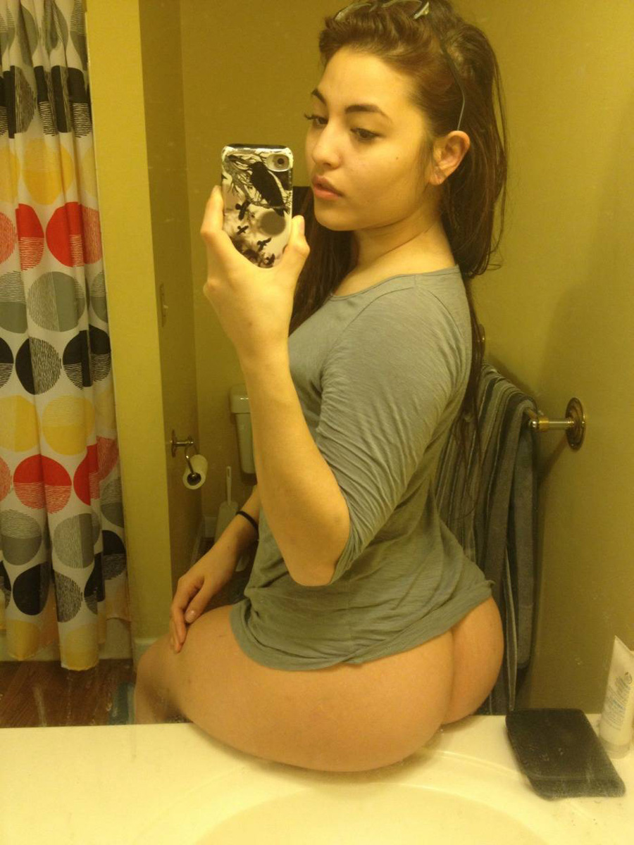 thick brunette girls naked selfies