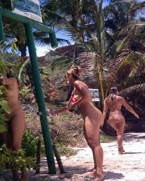 brazilian-nude-beach-booties-3