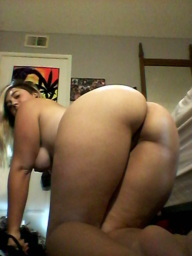 A pawg tease her big butt for to show her ass hole 9