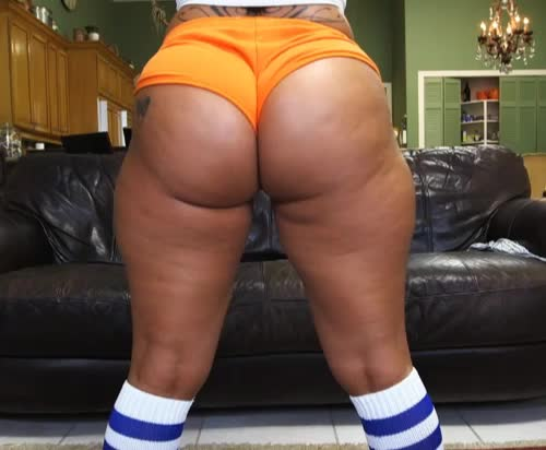 Spicy J Squats - Booty of the Day
