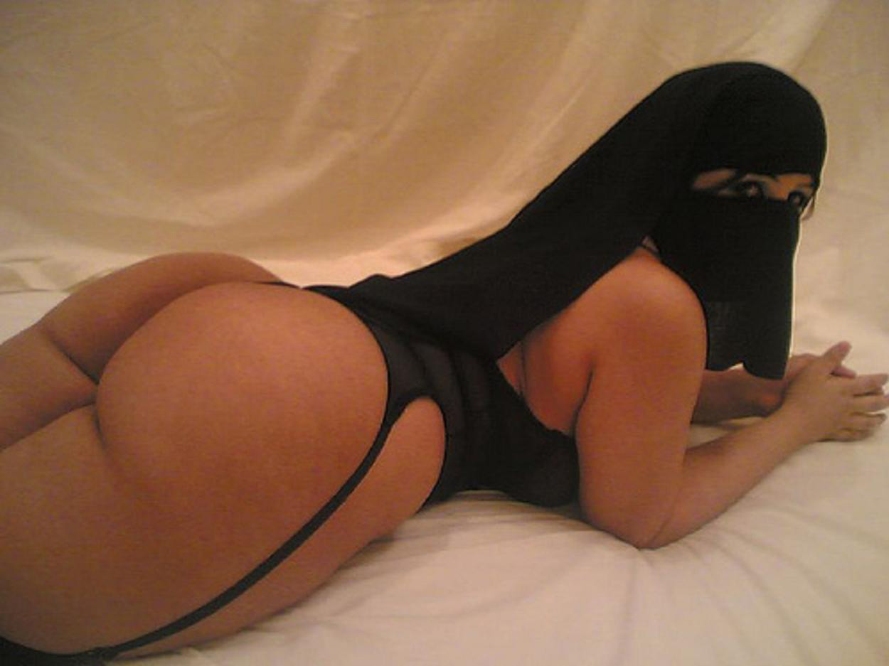 Thick Middle Eastern Girls-9903