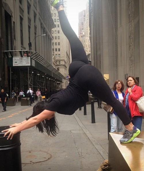 big-booty-girls-in-yoga-pants-p6-15