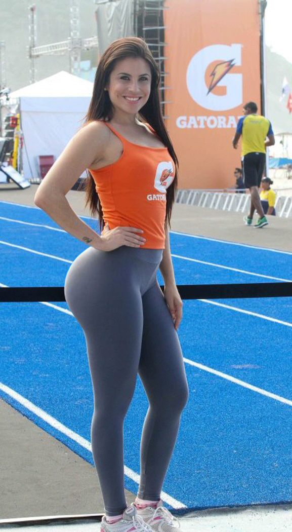 Girls In Yoga Pants With Big Butts