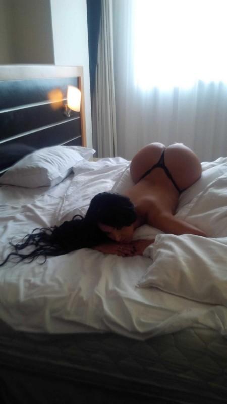 big-booties-in-bed-p6-11