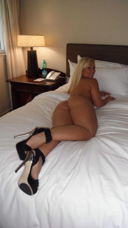 big-booties-in-bed-p6-14