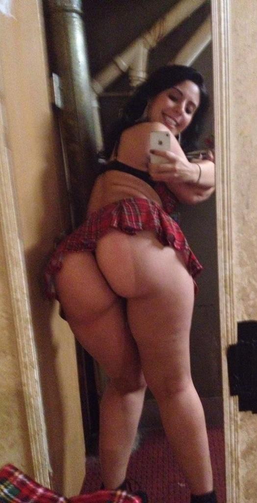 Big booty selfies