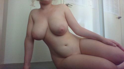 voluptuous-amateur-nude-1