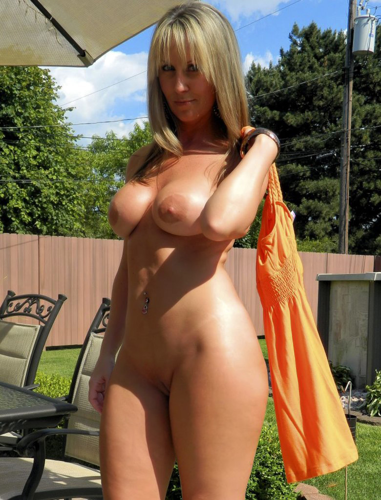 milf in the garden