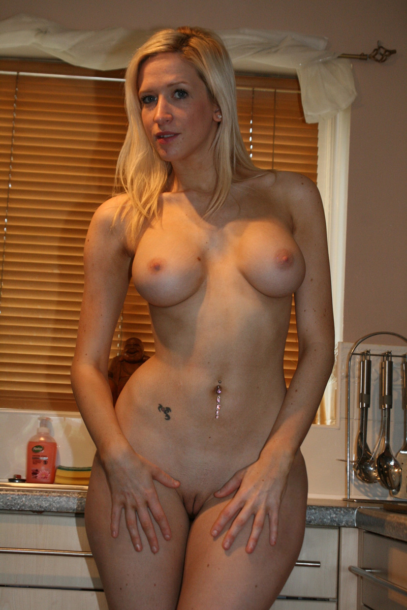 Naked Blonde Milf Pictures