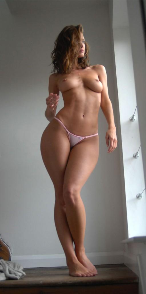 голые с красивыми бедрами фото