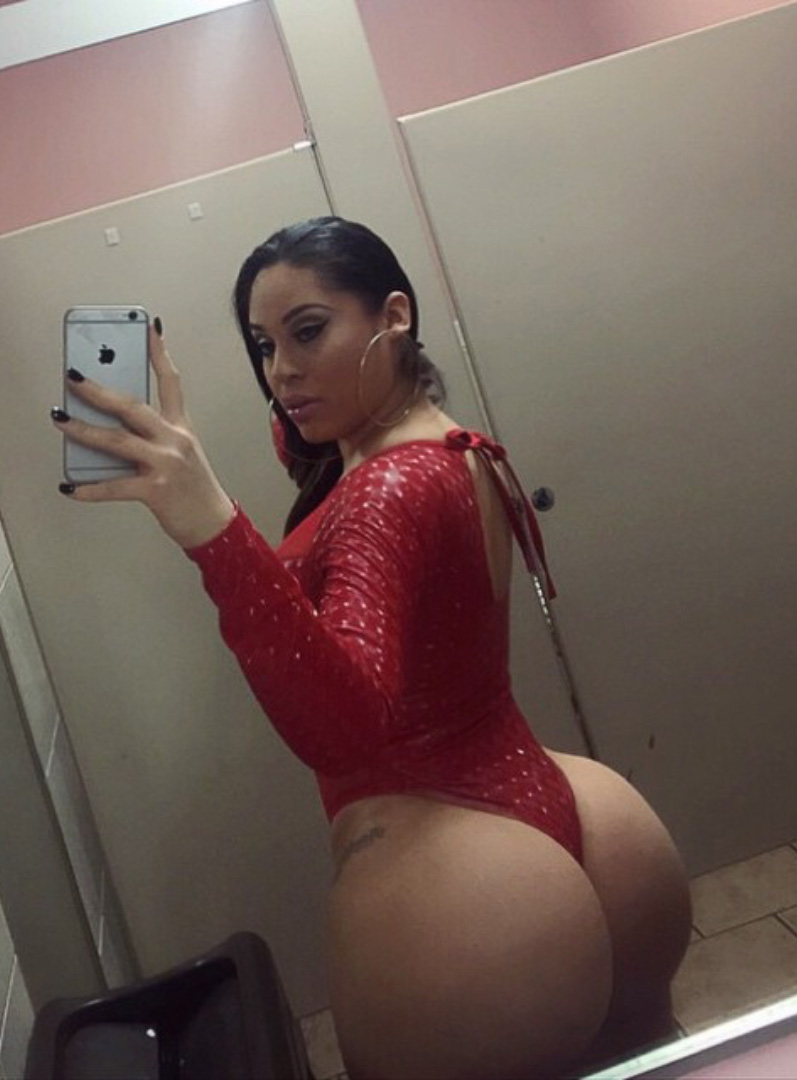 busty moms lesbain sites