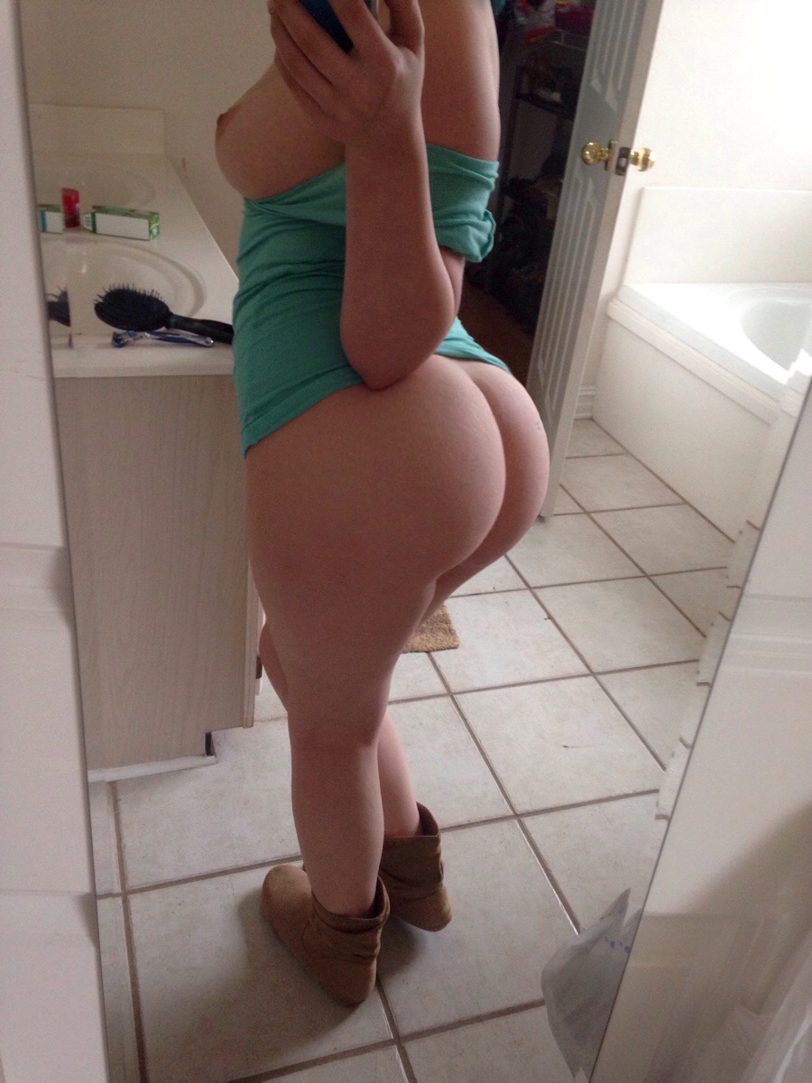 women-bare-ass-selfies