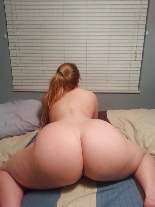 Naked booty lying on bed have thought