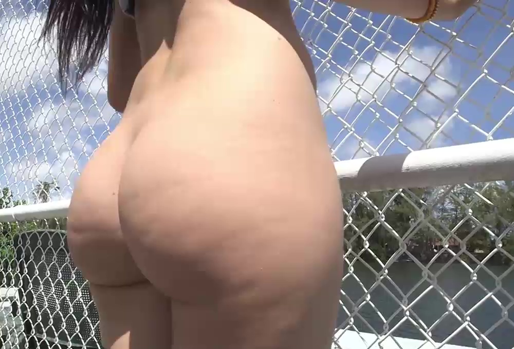 big sexy ass walking