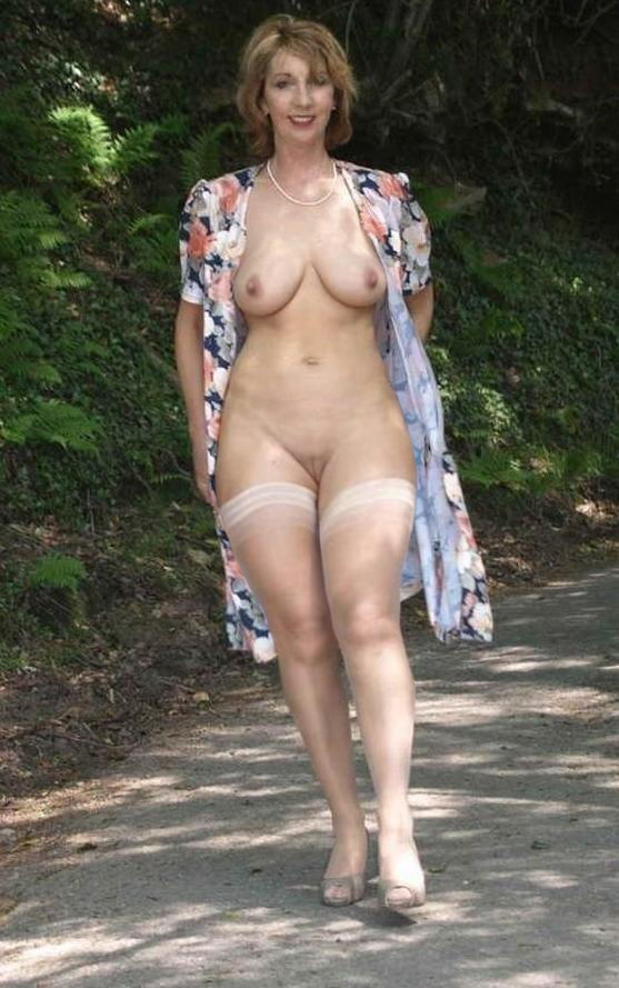 naturally beautiful naked older women