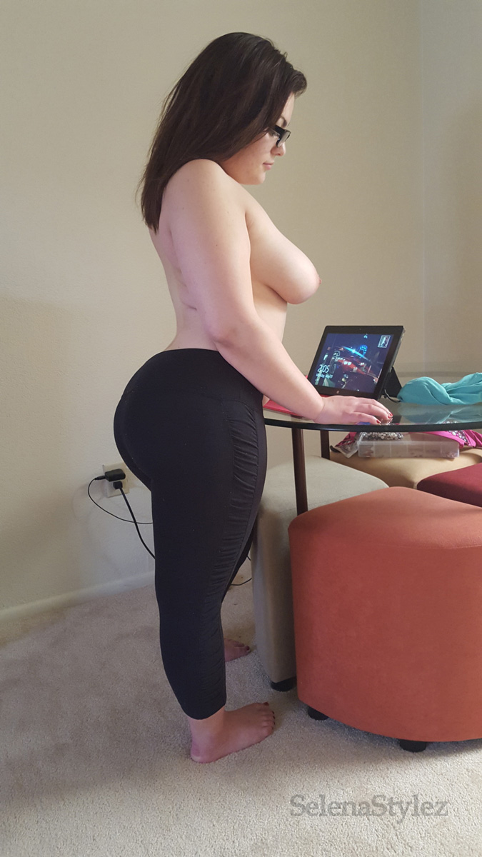 Omg sexy pawg twerking and playing gta 5 - 3 part 8