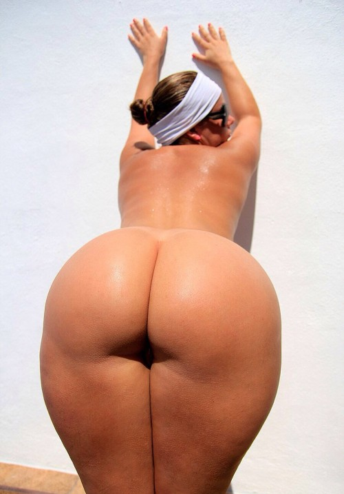 phat-bubble-booty-bent-over